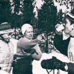 En polis får service. Ture Fältros, Laila Hallén, Gudrun Gustavsson. (foto Christer Holmqvist)